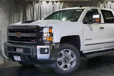 2020 Gmc 2500 Vs Chevy 2500 by 2019 Chevrolet Silverado 2500 Duramax Performance Feature