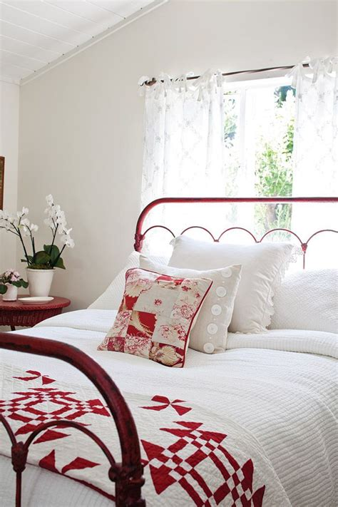 Bedroom Decorating Ideas Quilt 25 Best Images About Metal Bed Frames On Iron
