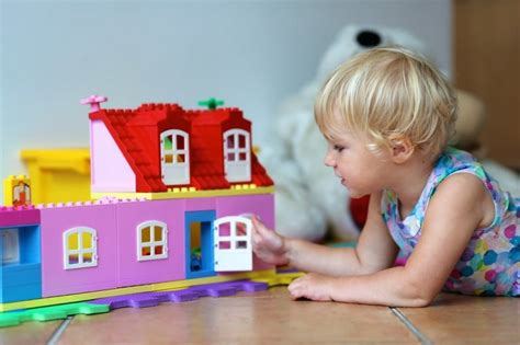 dollhouses 4 year olds 8 of the best doll houses for your busy toddler here