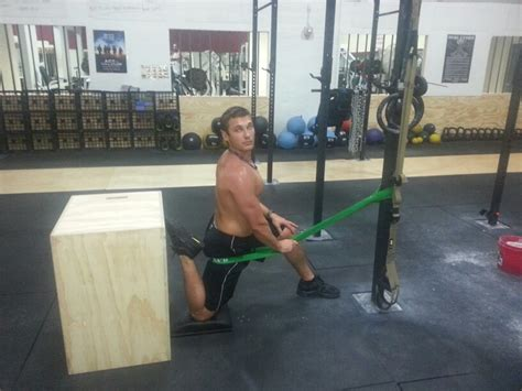 couch to crossfit banded couch stretch crossfit pinterest couch
