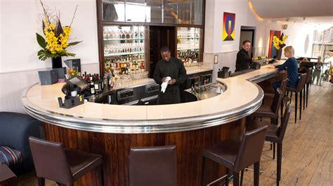 Comptoir Bar Arrondi by Quelles Sont Les Cl 233 S De L Agencement D Un Bar
