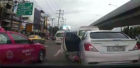 Kereta Bayi Buat Belajar Jalan indah bayi ini tiba tiba terjatuh dari kereta
