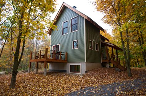 houses in the woods green house in the woods 1 200 sq ft 2 bedroom loft 2 bath 3 story home