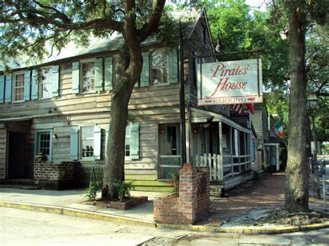 pirates house in savannah georgia the pirates house mcmillan inn