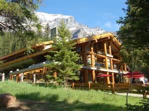 moraine lake lodge banff canada resort review photos