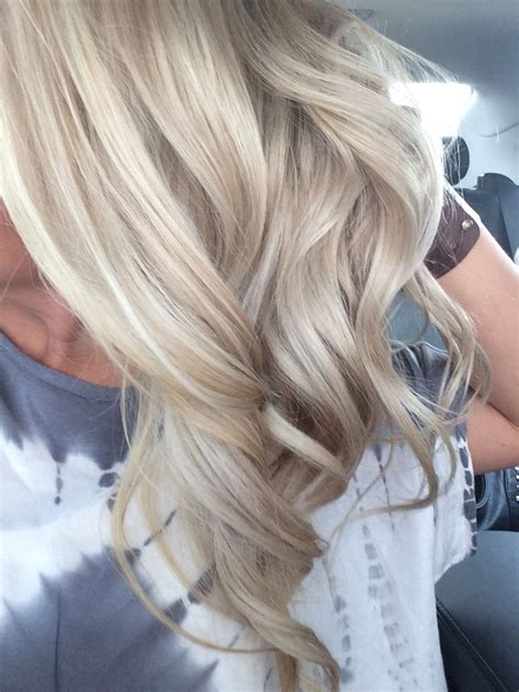 blonde hair with lowlights and blonde ends summer blonde dimension beach waves highlights lowlights