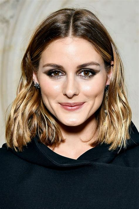 Hairstyles For Shoulder Length Thick Hair by 12 Shoulder Length Haircuts For Thick Hair Byrdie Au