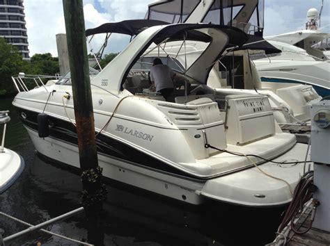 larson boats cruisers larson 330 cabrio cabin cruiser boat for sale from usa