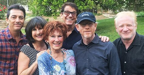 from happy days happy days cast reunites to honor late costar erin