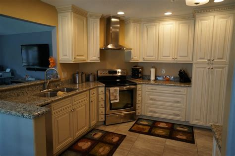 Caramel Kitchen Cabinets by Maple Cabinets W Caramel Glaze Butterfly Yellow