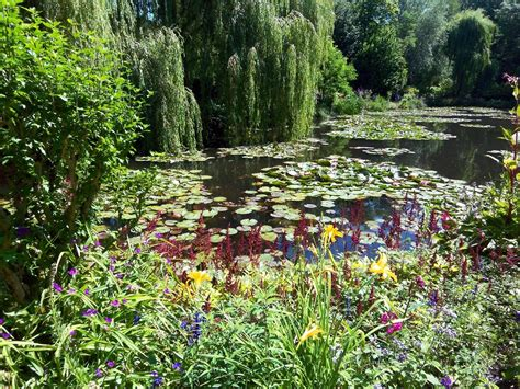 giverny garten peace in monet s gardens at giverny travel addicts
