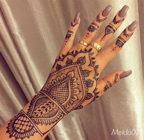 henna tattoo op hand black henna nails rings tatoo hennatatoo henna