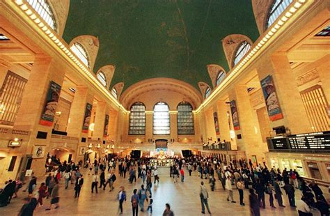new york station books bomb scare shuts grand central station after calls