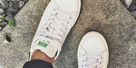 how to clean white shoes keeping your sneakers looking new