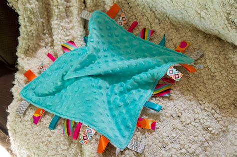 Handmade Taggies - tutorial diy lovey tag blanket