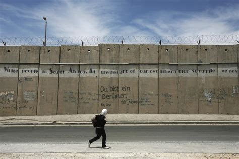 the wall and the gate israel palestine and the battle for human rights books netanyahu we will surround israel with walls to defend