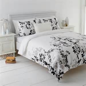 Black White Quilt Covers Black White Grey Leaf Design Quilt Doona Cover Set