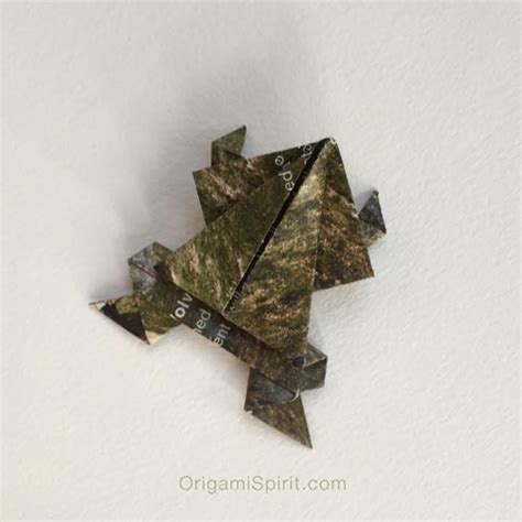 Origami Tree Frog - make origami trees to celebrate world environment day