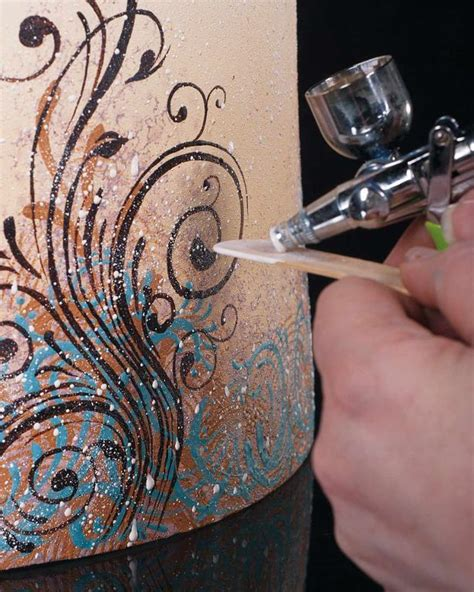 you to see airbrushing cakes on craftsy