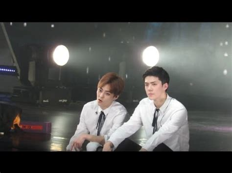 exo my turn to cry vcr at exo luxion reaction 170402 exo rdium in singapore my turn to cry acoustic