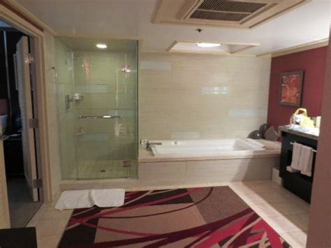 mirage 2 bedroom suite 2 bedroom tower suite main bathroom