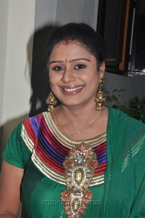 actor latha picture 327117 tamil actress latha rao at vellai movie