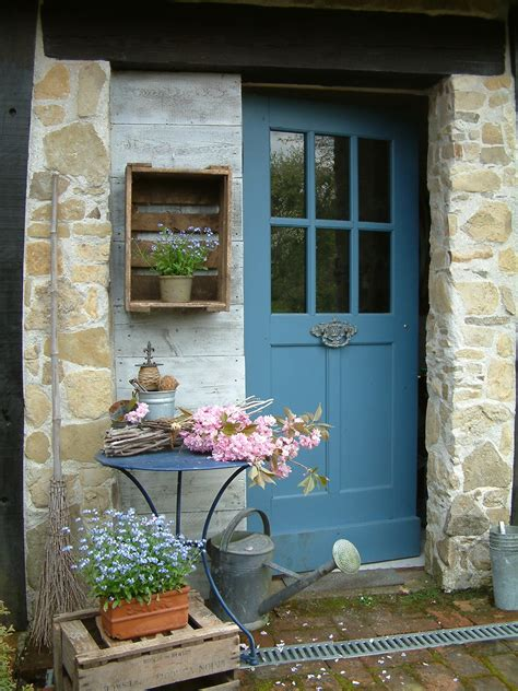Le Printemps Montre Le Bout De Son Nez Spring Colours Cottage Front Door