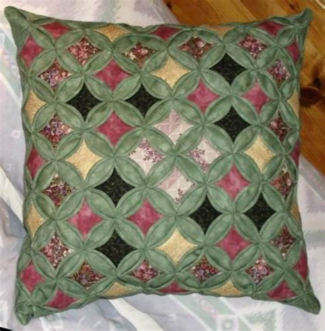 Free Patchwork Patterns For Cushions - 17 best images about quilts cathedral windows on