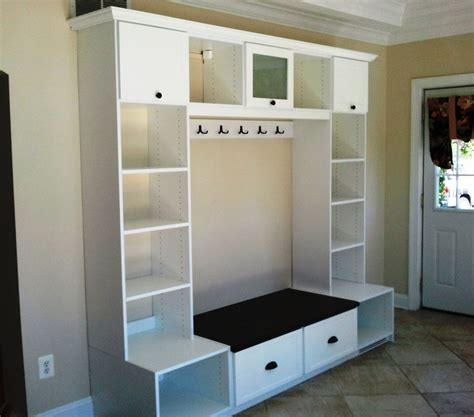 foyer storage entryway unit featuring crown molding hooks cubbies
