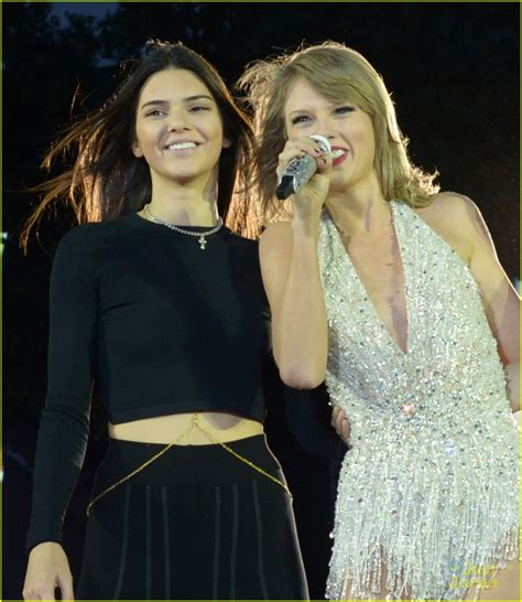 taylor swift style hyde park taylor swift brings six celeb friends on stage for style