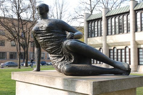 henry moore reclining woman file henry moore grosse liegende jpg wikimedia commons