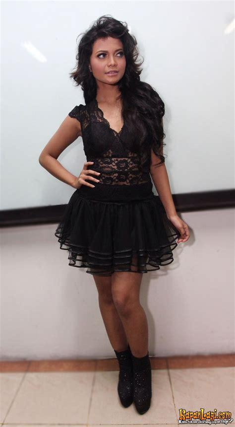 Dress Batik Cantik Qinta Padi hitam eksotis berbalut renda citra scholastika