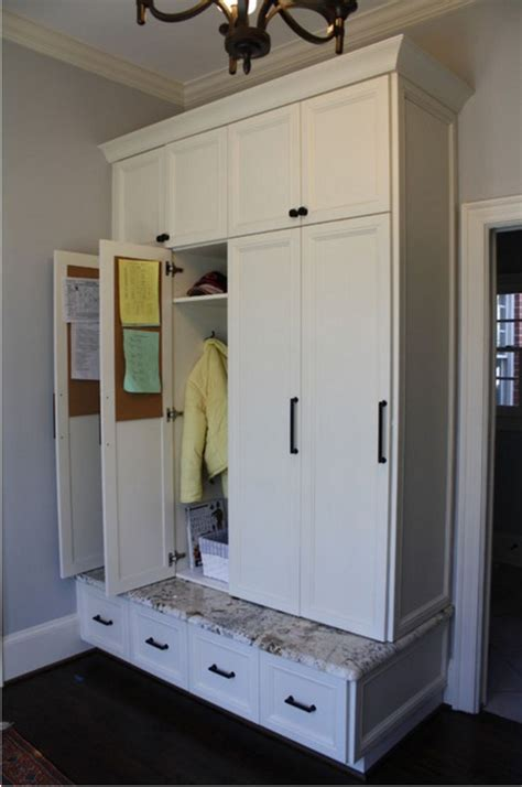 Mudroom Cabinets With Doors by Best 20 Mudroom Cabinets Ideas On Mudroom