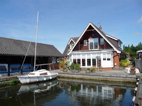 Self Catering Cottages Norfolk Broads by Self Catering 5 Bedroom Cottage In Wroxham