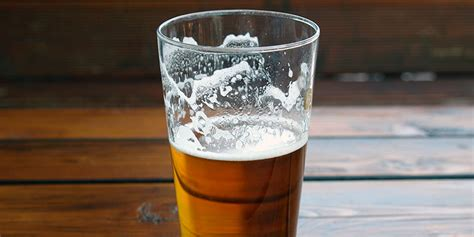 what is a pint glass here s why you actually shouldn t serve your in a