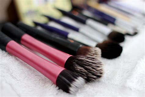 Makeup Tool Cleaner how to clean makeup brushes hannahsworlds