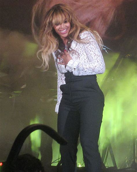 beyonc 233 suffers wardrobe malfunction live on stage ok