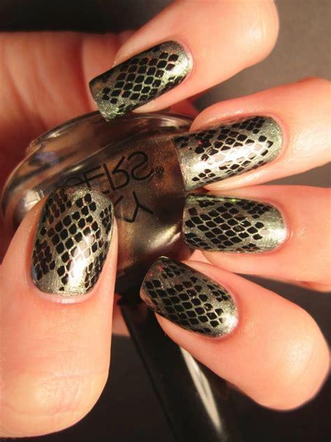 snake pattern nails lovely fall nail art ideas