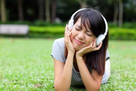 Obat Mata Merah Anak Dewasa Bintitan Bengkak Gatal Belekan tujuh penyebab telinga gatal yang bisa berbahaya alodokter
