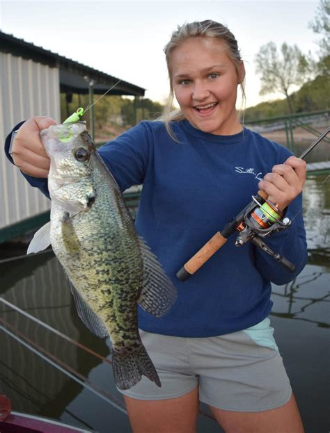 impossible  resist    crappie time  year