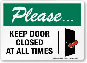 keep door closed at all times sign secure