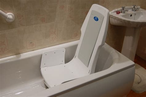 Bathtub Handicap by Wheelchair Assistance Bath Lifts For Totally Handicapped