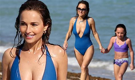 giada de laurentiis   splash  plunging blue