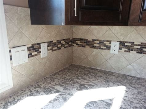 4x4 tile backsplash set at an diagonal with an accent