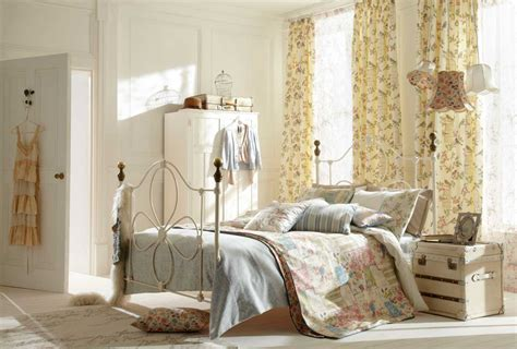 Decorating Bed by Shabby Chic Bedroom Decorating Ideas With Iron Bed Frame Home Interior Exterior