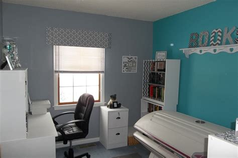Teal And Grey Bedroom Walls by Gray With Accent Teal Wall White Furniture Makes A