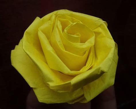 fiori con la carta crespa fiori di carta fai da te fiori di carta come