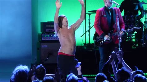 iggy pop stage dive quot funtime iggy stage dives quot iggy pop academy
