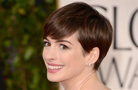 short hairstyles golden globes short wedding hairstyles sleek pixie anne hathaway golden