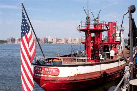 fdny fireboat john j harvey nyc fireboat john j harvey